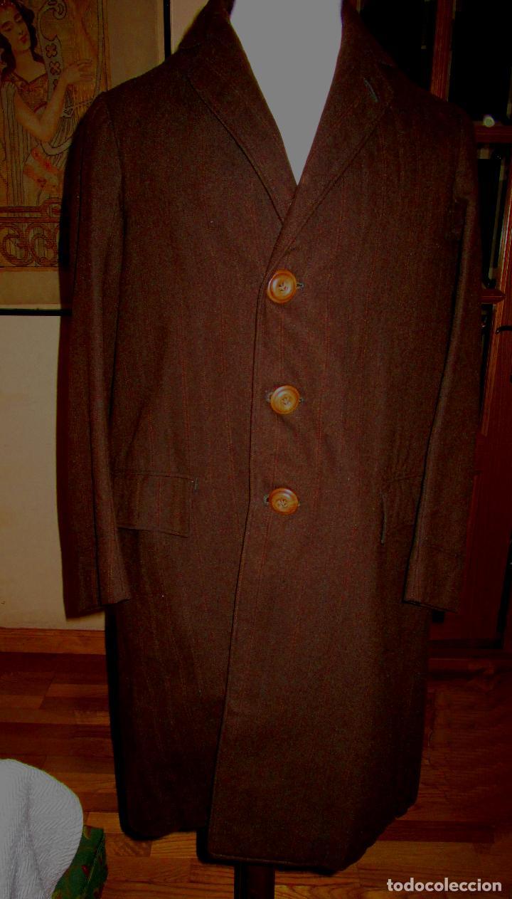Antiguo abrigo para joven, marrón oscuro y rayas suaves, lana, muy bien conservado. h. 1915-1920, usado segunda mano