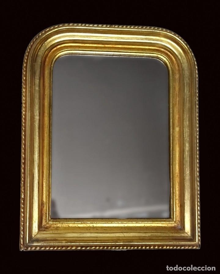ANTIGUO ESPEJO DE MADERA DE NOGAL ISABELINO DORADO AL ORO FINO. S.XIX. RAREZA DE TAMAÑO. 30X24CM. (Antigüedades - Muebles Antiguos - Espejos Antiguos)