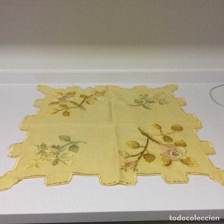 Antigüedades: Tapetes (2) bordados a mano siglo XIX - Foto 3 - 126199595