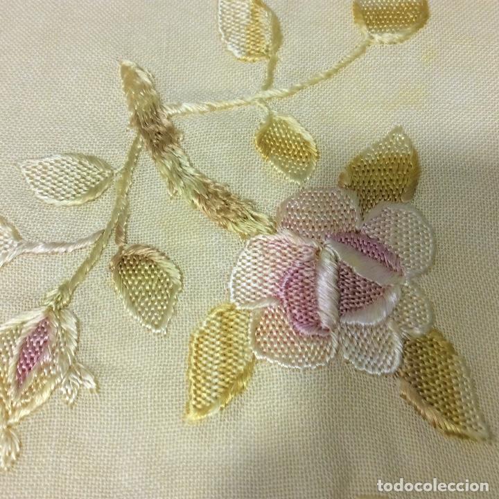 Antigüedades: Tapetes (2) bordados a mano siglo XIX - Foto 5 - 126199595