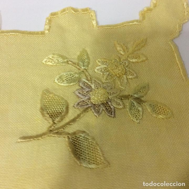 Antigüedades: Tapetes (2) bordados a mano siglo XIX - Foto 6 - 126199595