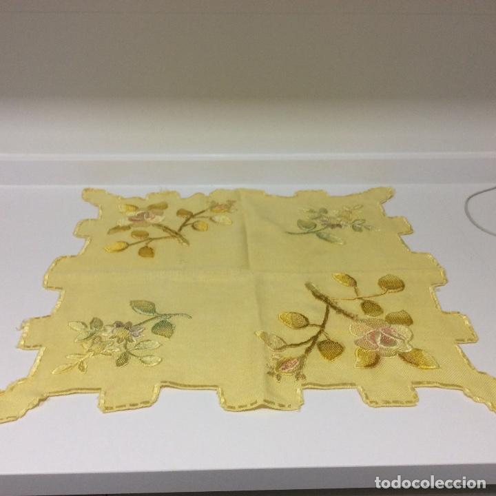 Antigüedades: Tapetes (2) bordados a mano siglo XIX - Foto 7 - 126199595
