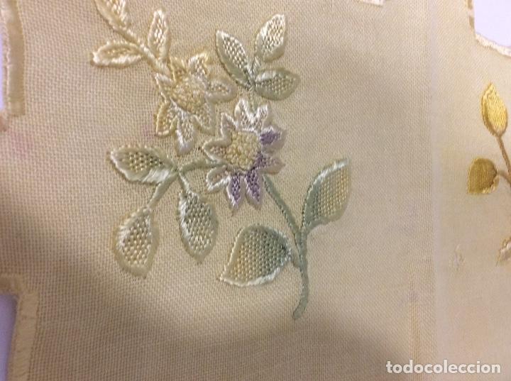 Antigüedades: Tapetes (2) bordados a mano siglo XIX - Foto 8 - 126199595