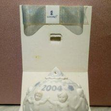 Antigüedades: BOLA DE NAVIDAD 2004 - PORCELANA FINA DE LLADRO EN CAJA ORIGINAL . Lote 126236823