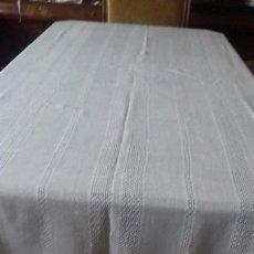 Antigüedades: MANTEL COLOR CRUDO CON ENCAJE.. Lote 126252379