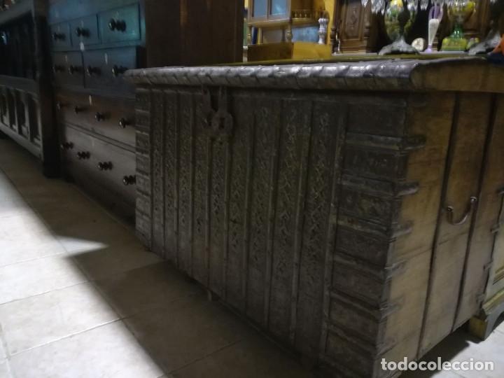 ARCON INDIO PARA CEREALES, SIGLO XVIII (Antigüedades - Muebles Antiguos - Baúles Antiguos)