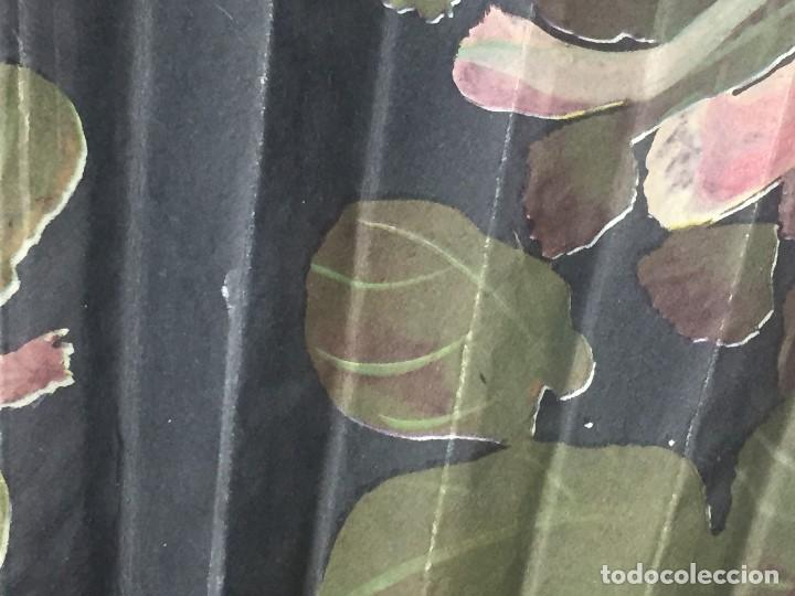 Antigüedades: abanico gran tamaño pericón motivos florales impresos en papel bambú asia años 50 - Foto 15 - 126340575