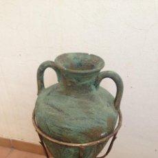 Antigüedades: ANTIGUO MACETERO HIERRO ORO VIEJO Y CANTARO CERAMICA, JARDIN, MACETERO,TERRAZA, RUSTICO, RURAL. Lote 126378591