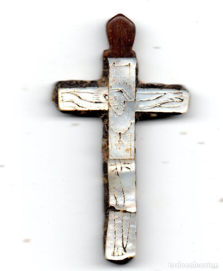 CRUZ EN MADERA Y NÁCAR SIGLO XIX TIPO TIERRA SANTA (Antigüedades - Religiosas - Cruces Antiguas)