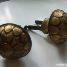 Antigüedades: 2 ANTIGUAS PIEZAS DE REMATE PARA BARRA DE CORTINA. Lote 126472863