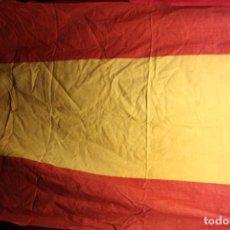 Antigüedades: ANTIGUA BANDERA ESPAÑOLA DE 118 CM X 78 CM APROXIMADAMENTE. Lote 126494471