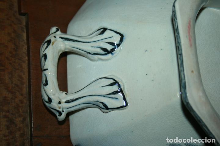 Antigüedades: Sopera de Cartagena, lanceo de toros, marca de las manos y sello. 18x30x20, falta el asa. ver fotos - Foto 6 - 126509391
