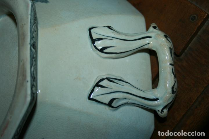 Antigüedades: Sopera de Cartagena, lanceo de toros, marca de las manos y sello. 18x30x20, falta el asa. ver fotos - Foto 7 - 126509391