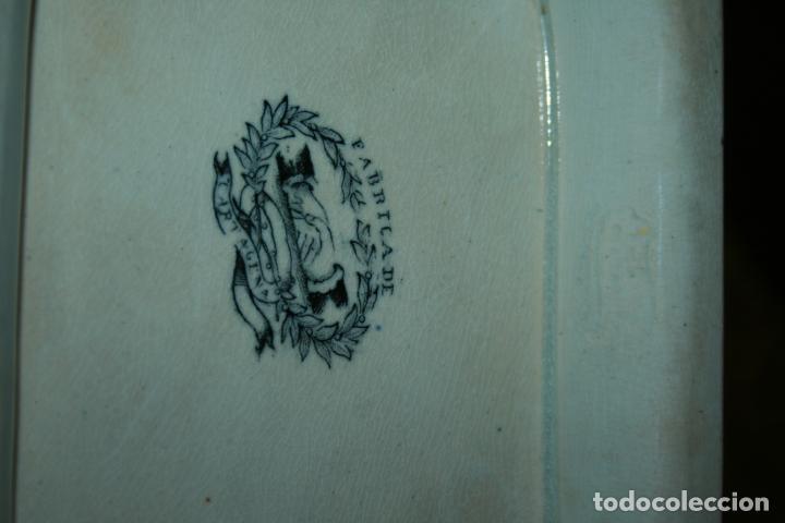 Antigüedades: Sopera de Cartagena, lanceo de toros, marca de las manos y sello. 18x30x20, falta el asa. ver fotos - Foto 8 - 126509391