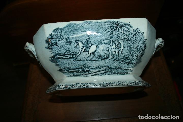 Antigüedades: Sopera de Cartagena, lanceo de toros, marca de las manos y sello. 18x30x20, falta el asa. ver fotos - Foto 11 - 126509391