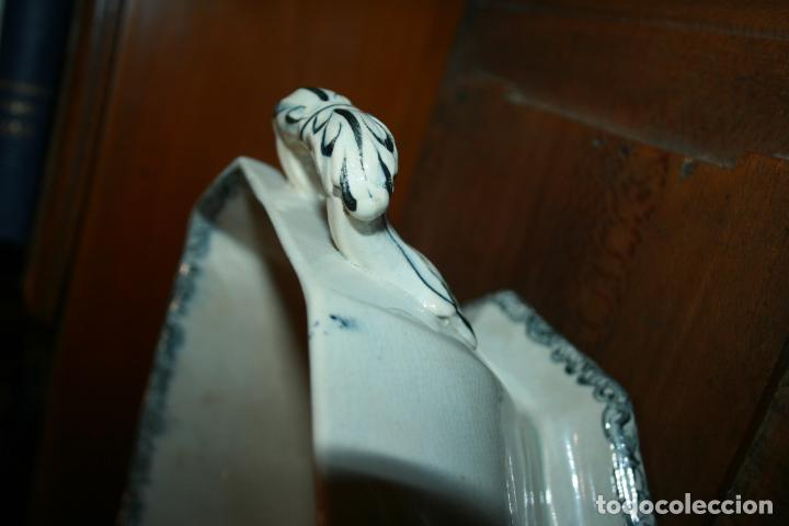 Antigüedades: Sopera de Cartagena, lanceo de toros, marca de las manos y sello. 18x30x20, falta el asa. ver fotos - Foto 12 - 126509391