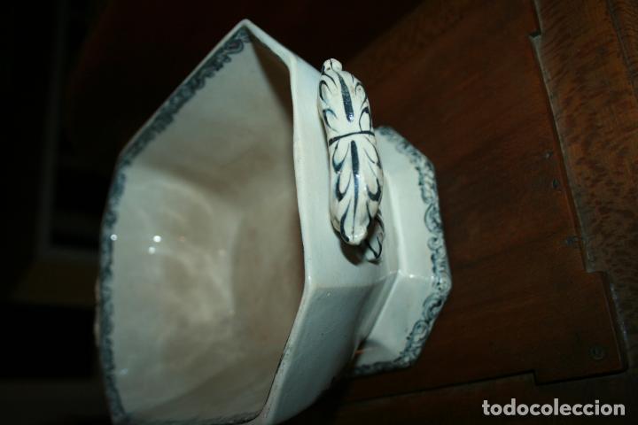 Antigüedades: Sopera de Cartagena, lanceo de toros, marca de las manos y sello. 18x30x20, falta el asa. ver fotos - Foto 13 - 126509391