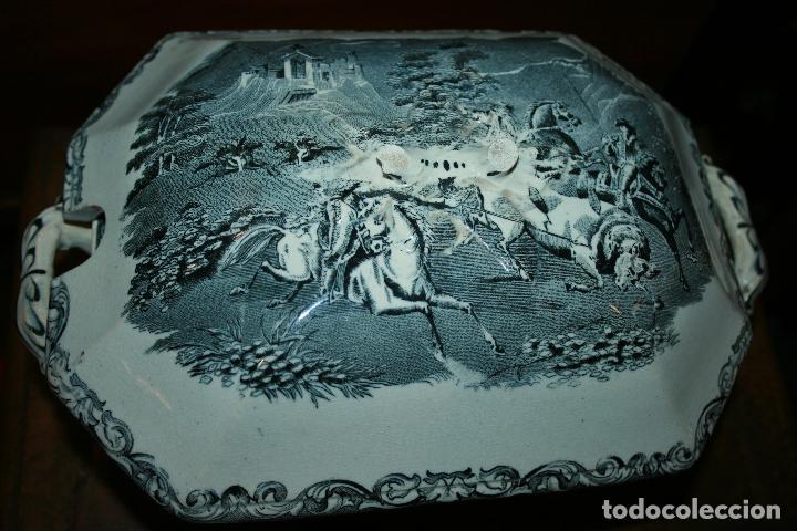 Antigüedades: Sopera de Cartagena, lanceo de toros, marca de las manos y sello. 18x30x20, falta el asa. ver fotos - Foto 15 - 126509391
