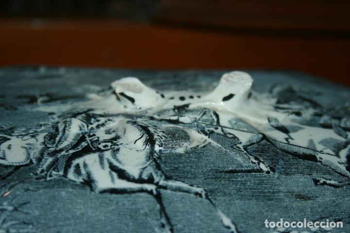Antigüedades: Sopera de Cartagena, lanceo de toros, marca de las manos y sello. 18x30x20, falta el asa. ver fotos - Foto 16 - 126509391