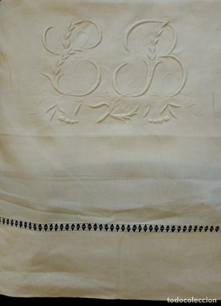 ANTIGUA SÁBANA DE LINO CON VAINICAS E INICIALES BORDADAS (Antigüedades - Hogar y Decoración - Sábanas Antiguas)