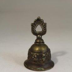 Antigüedades: CAMPANILLA PEQUEÑA DE BRONCE. Lote 126524071