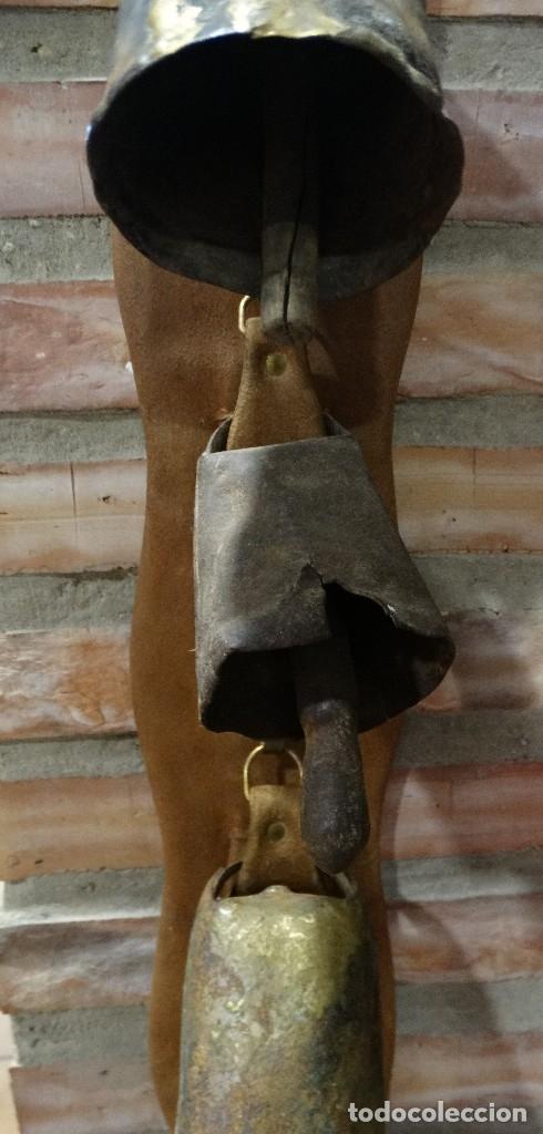 Antigüedades: CINTURÓN DE PIEL CON CENCERROS - Foto 3 - 124548587