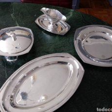 Antigüedades: SERVICIO DE MESA DE ALPACA BAÑADA EN PLATA. SOPERA O LEGUMBRERA, SALSERA Y FUENTES. CONTRASTES. Lote 126553156