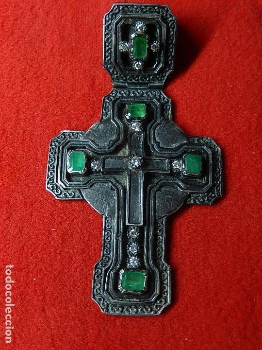 Antigüedades: Cruz de plata antigua, con esmeraldas y brillantes. - Foto 2 - 126578215