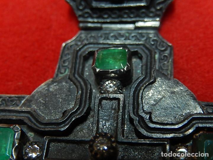 Antigüedades: Cruz de plata antigua, con esmeraldas y brillantes. - Foto 4 - 126578215