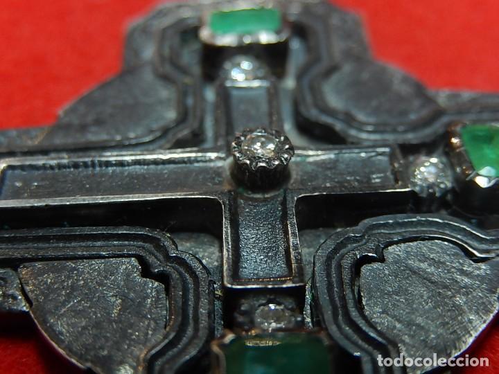 Antigüedades: Cruz de plata antigua, con esmeraldas y brillantes. - Foto 10 - 126578215