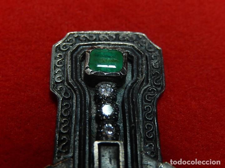 Antigüedades: Cruz de plata antigua, con esmeraldas y brillantes. - Foto 11 - 126578215