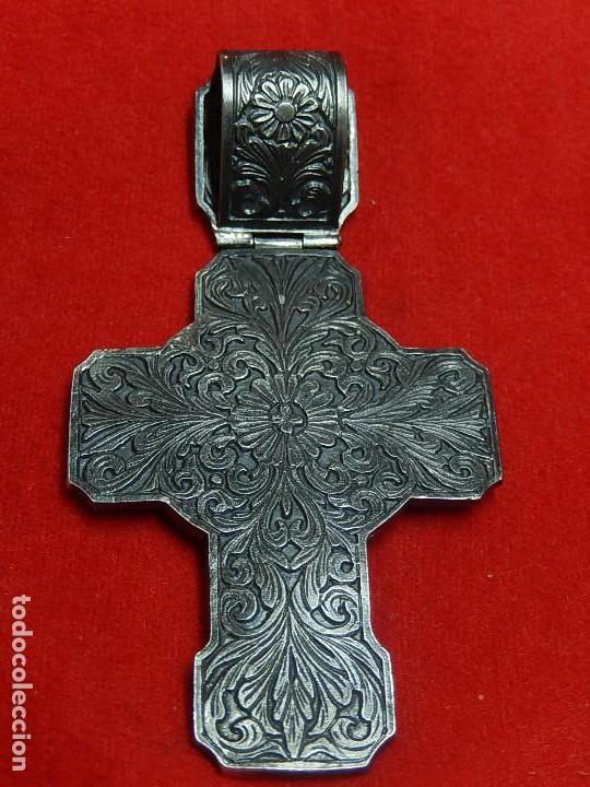 Antigüedades: Cruz de plata antigua, con esmeraldas y brillantes. - Foto 12 - 126578215