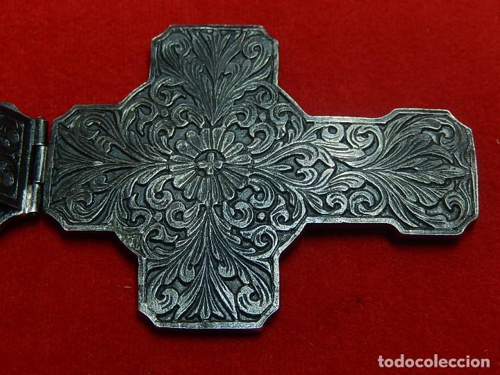 Antigüedades: Cruz de plata antigua, con esmeraldas y brillantes. - Foto 15 - 126578215
