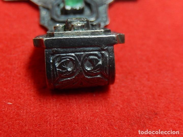 Antigüedades: Cruz de plata antigua, con esmeraldas y brillantes. - Foto 19 - 126578215