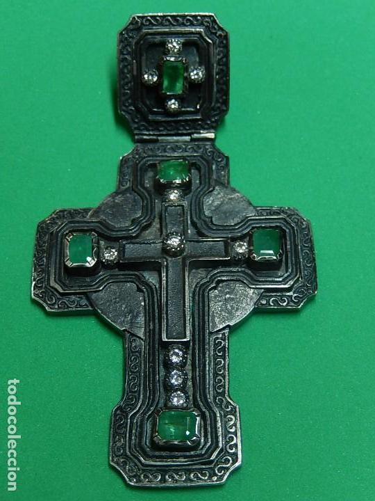Antigüedades: Cruz de plata antigua, con esmeraldas y brillantes. - Foto 21 - 126578215