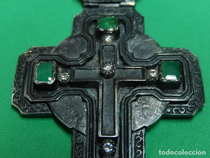 Antigüedades: Cruz de plata antigua, con esmeraldas y brillantes. - Foto 22 - 126578215