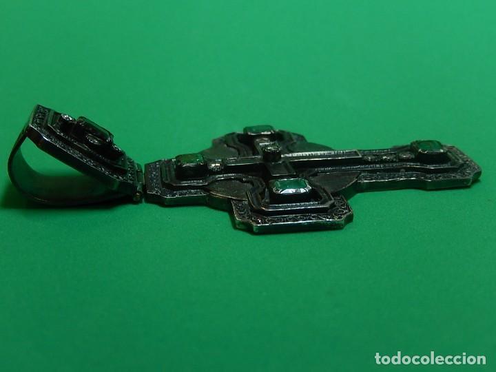Antigüedades: Cruz de plata antigua, con esmeraldas y brillantes. - Foto 25 - 126578215