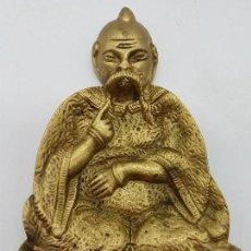 Antigüedades: ORIGINAL CENICERO MACIZO DE BRONCE CON FORMA DE SABIO CHINO EN RELIEVE.. Lote 126598443