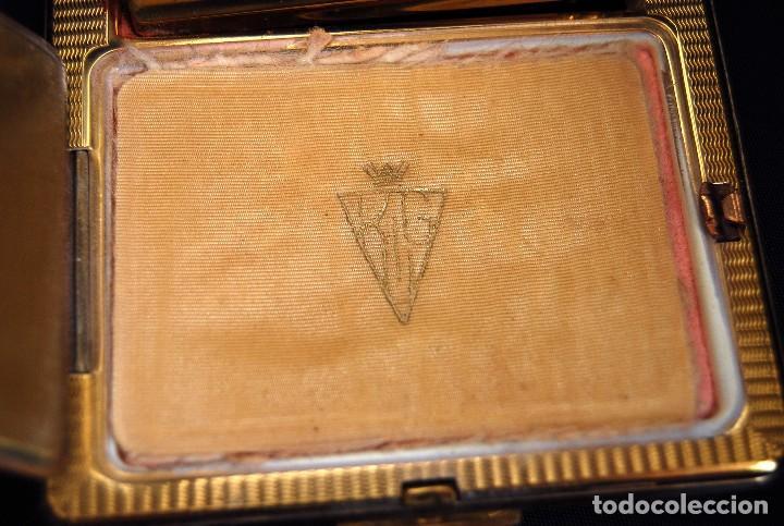 Antigüedades: ANTIGUA POLVERA DE METAL DORADO CON PINTALABIOS DE ELIZABETH ARDEN . AÑOS 20-30 .SIG XX. - Foto 13 - 126599799