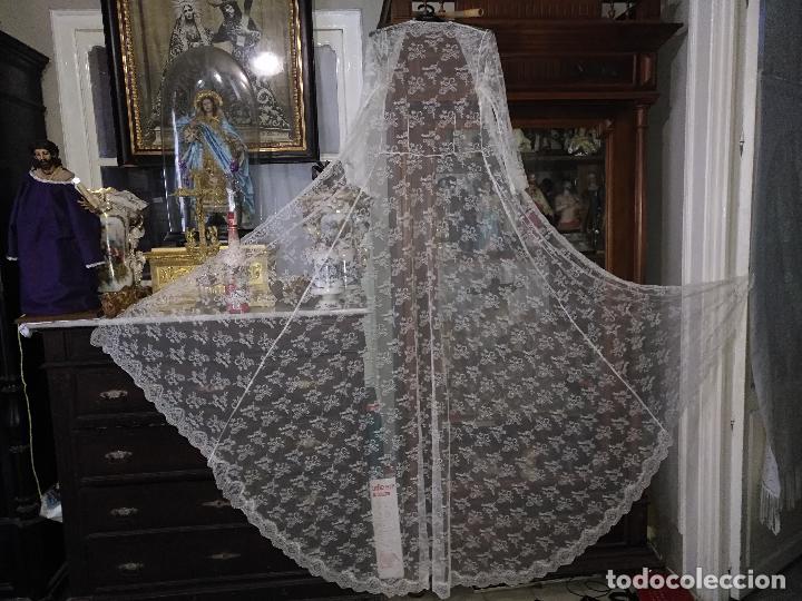 ANTIGUO ABRIGO DE TRAJE NOVIA ENCAJES TIPO CHANTILLY CHANTILLI MAS DE 2 METROS IDEAL VIRGEN (Antigüedades - Moda - Mantillas)