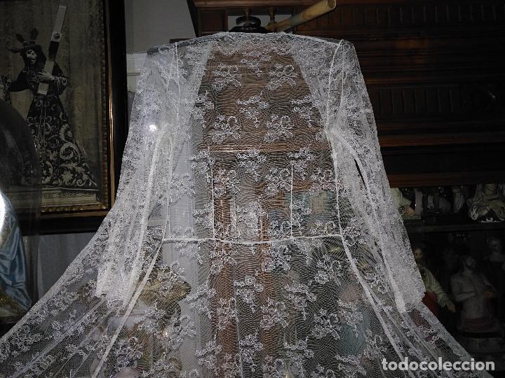 Antigüedades: ANTIGUO ABRIGO DE TRAJE NOVIA ENCAJES TIPO CHANTILLY CHANTILLI MAS DE 2 METROS IDEAL VIRGEN - Foto 9 - 126616099
