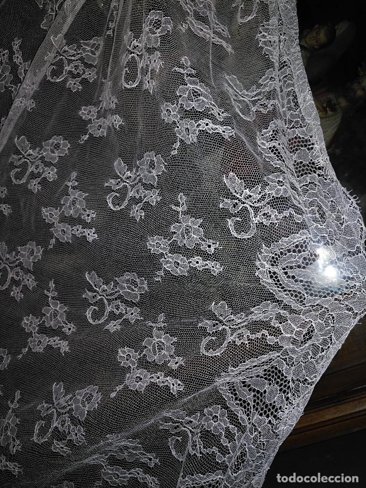 Antigüedades: ANTIGUO ABRIGO DE TRAJE NOVIA ENCAJES TIPO CHANTILLY CHANTILLI MAS DE 2 METROS IDEAL VIRGEN - Foto 21 - 126616099