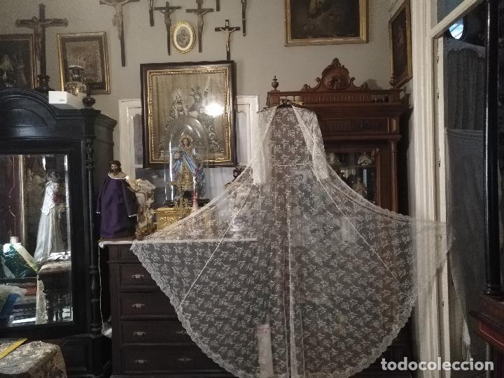 Antigüedades: ANTIGUO ABRIGO DE TRAJE NOVIA ENCAJES TIPO CHANTILLY CHANTILLI MAS DE 2 METROS IDEAL VIRGEN - Foto 26 - 126616099