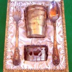 Antigüedades: ANTIGUO JUEGO DE CUBIERTOS DE POSTRE CON RECIPIENTE Y SERVILLETERO , EN ALPACA DE PRIMERA CALIDAD , . Lote 126616919