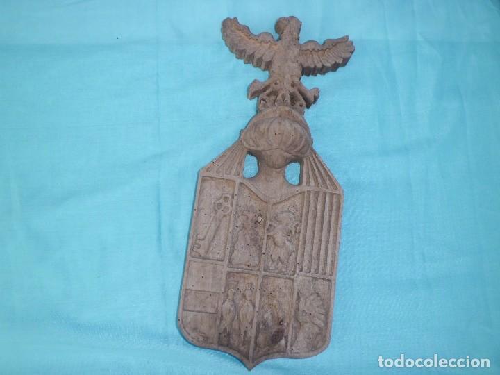 ESCUDO NOBILIARIO ANTIGUO MADERA TALLADA (Antigüedades - Hogar y Decoración - Otros)