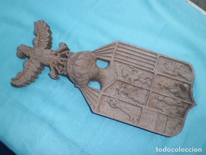 Antigüedades: ESCUDO NOBILIARIO ANTIGUO MADERA TALLADA - Foto 4 - 126685719