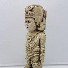 Antigüedades: BONITA FIGURA ANTIGUA AZTECA DE SOLDADO EN SÍMIL DE PIEDRA.. Lote 126758111