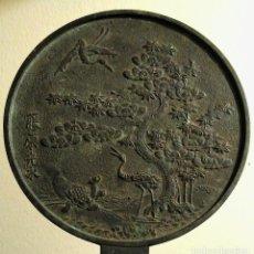 Antigüedades: DOS ESPEJOS. BRONCES KAGAMI. JAPÓN. ESPEJOS DE MANO-CA 1880. ERA MEIJI. Lote 126777099