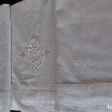 Antigüedades: ANTIGUA SABANA DE ALGODON GRUESO CON INICIALES Y VAINICA.. Lote 126816451