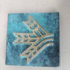 Antigüedades: PISAPAPELES BRONCE 8X8 CTMS 330 G . Lote 126816531